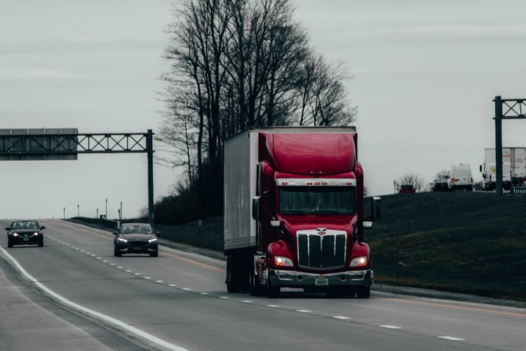 Signs Your Semi-Truck's Transmission Could Need Repair